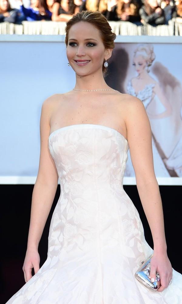 """""""Argo"""" vô địch Oscar, Nữ chính xuất sắc vấp ngã khi lên nhận giải 4"""