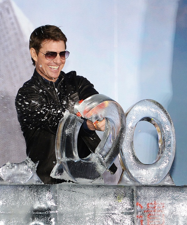 """Mai Phương Thúy """"liếc mắt đưa tình"""" với Tom Cruise 6"""