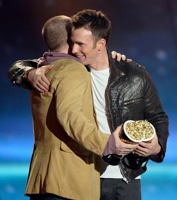 """""""Breaking Dawn 2"""" vớt vát danh dự nhờ Taylor Lautner ở trần 4"""