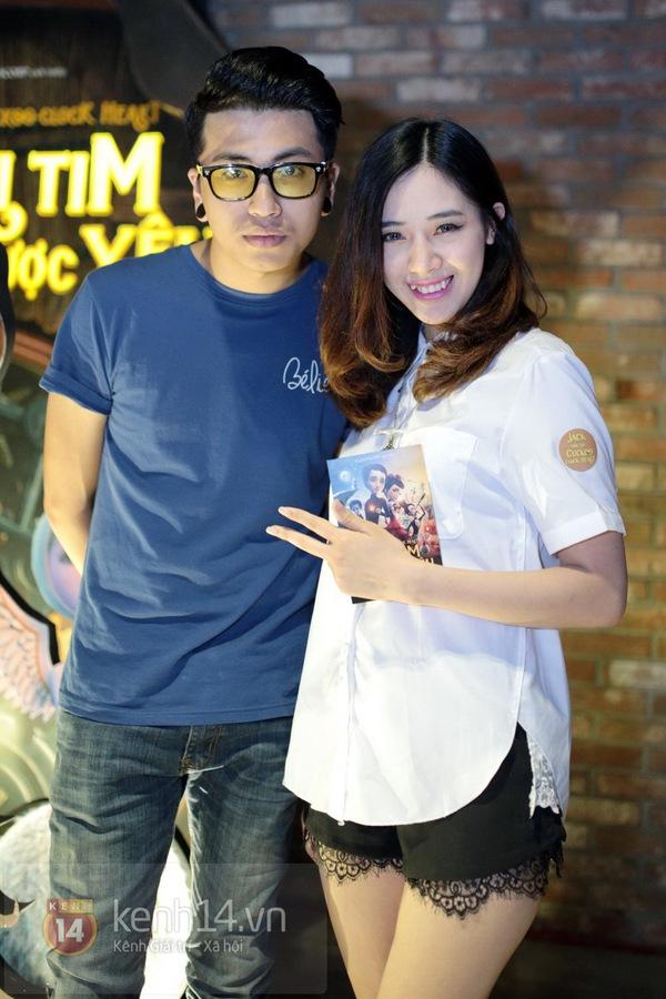 Hà Min mặc quần viền ren ngắn cũn dự họp báo phim 1