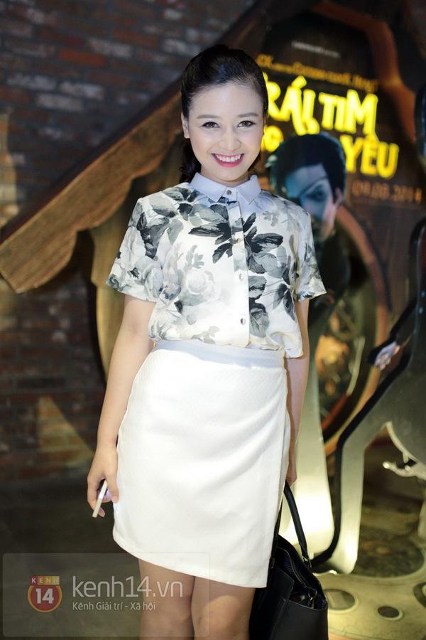 Hà Min mặc quần viền ren ngắn cũn dự họp báo phim 4