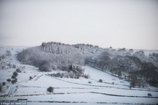 """Chùm ảnh: Nước Anh """"tê liệt"""" do bão tuyết trong mùa đông lạnh kỷ lục 8"""