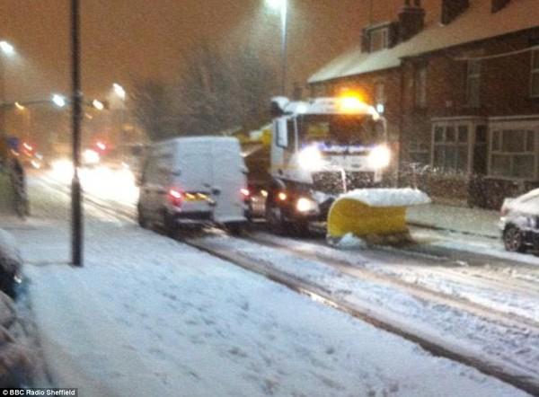 """Chùm ảnh: Nước Anh """"tê liệt"""" do bão tuyết trong mùa đông lạnh kỷ lục 30"""