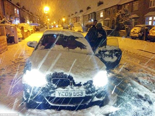 """Chùm ảnh: Nước Anh """"tê liệt"""" do bão tuyết trong mùa đông lạnh kỷ lục 23"""