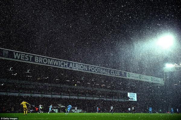 """Chùm ảnh: Nước Anh """"tê liệt"""" do bão tuyết trong mùa đông lạnh kỷ lục 18"""