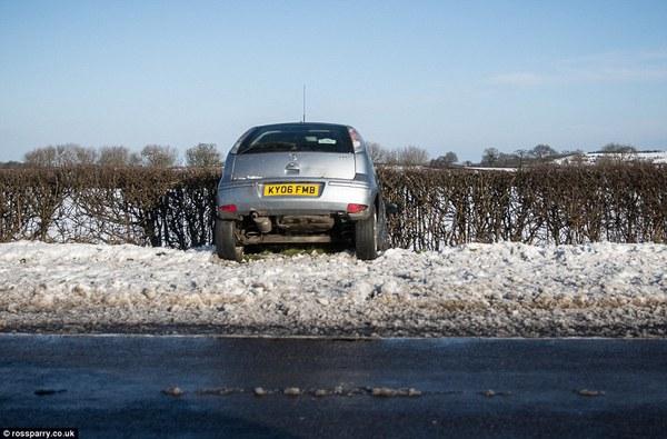 """Chùm ảnh: Nước Anh """"tê liệt"""" do bão tuyết trong mùa đông lạnh kỷ lục 15"""