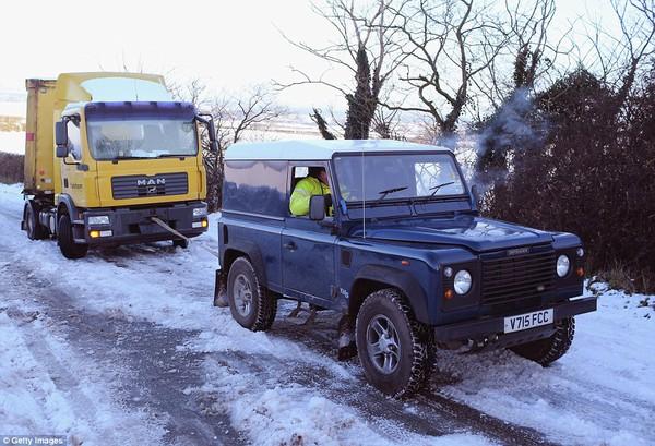 """Chùm ảnh: Nước Anh """"tê liệt"""" do bão tuyết trong mùa đông lạnh kỷ lục 5"""