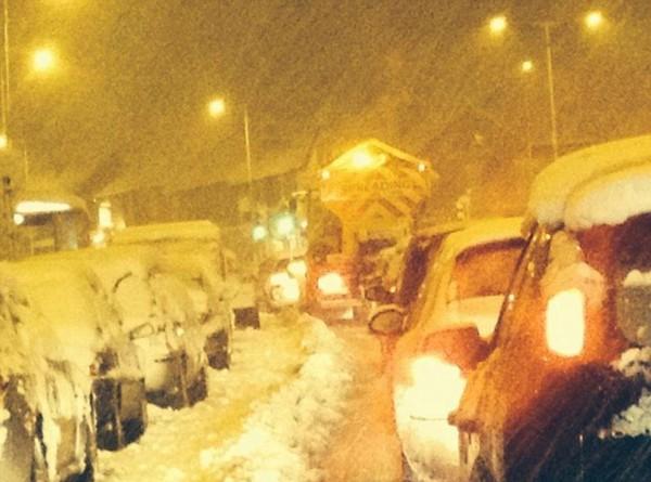 """Chùm ảnh: Nước Anh """"tê liệt"""" do bão tuyết trong mùa đông lạnh kỷ lục 32"""