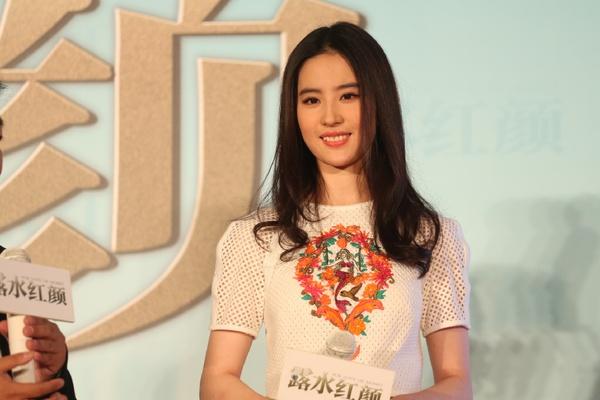 """Lưu Diệc Phi bỏ hình tượng bình hoa di động vì """"Hồng Nhan Lộ Thủy"""" 2"""