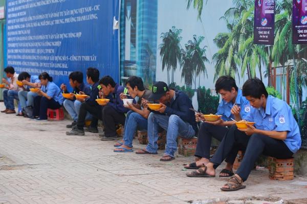 Chùm ảnh: Nhịp sống của người Sài Gòn vào buổi sáng sớm 13