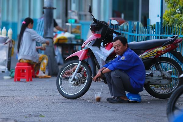 Chùm ảnh: Nhịp sống của người Sài Gòn vào buổi sáng sớm 11