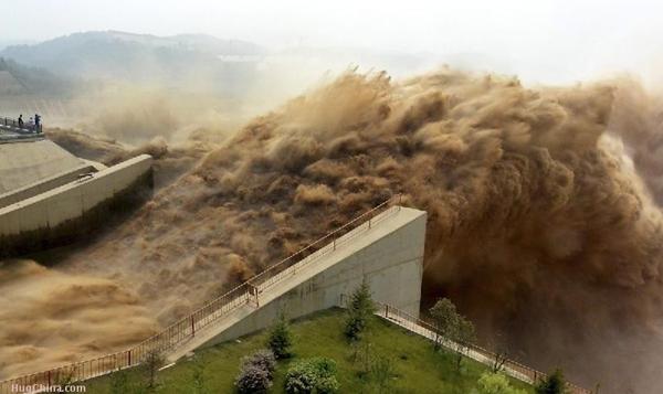 Khung cảnh kỳ vĩ của dòng nước hung bạo bậc nhất thế giới  6