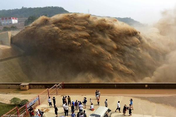 Khung cảnh kỳ vĩ của dòng nước hung bạo bậc nhất thế giới  7