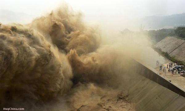 Khung cảnh kỳ vĩ của dòng nước hung bạo bậc nhất thế giới  8