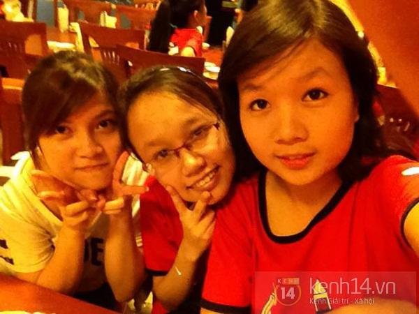 Hai nữ sinh học cùng trường, cùng thủ khoa ĐH Ngoại Thương Hà Nội 1