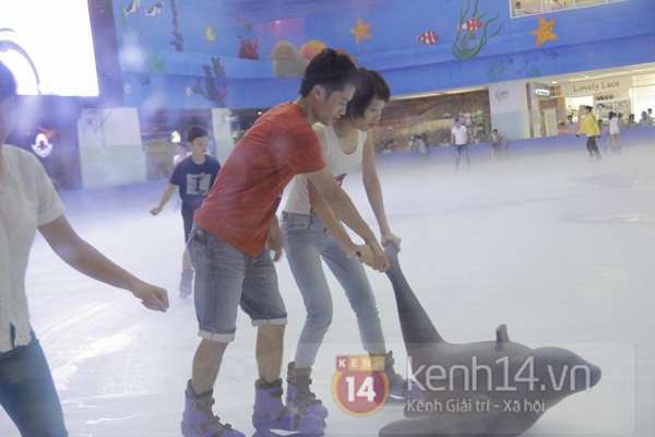 Teen Hà Thành đổ xô đến trung tâm mua sắm dưới lòng đất dịp cuối tuần 18