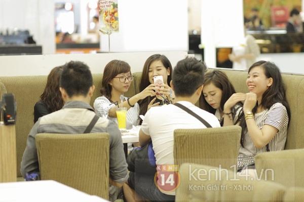 Teen Hà Thành đổ xô đến trung tâm mua sắm dưới lòng đất dịp cuối tuần 7