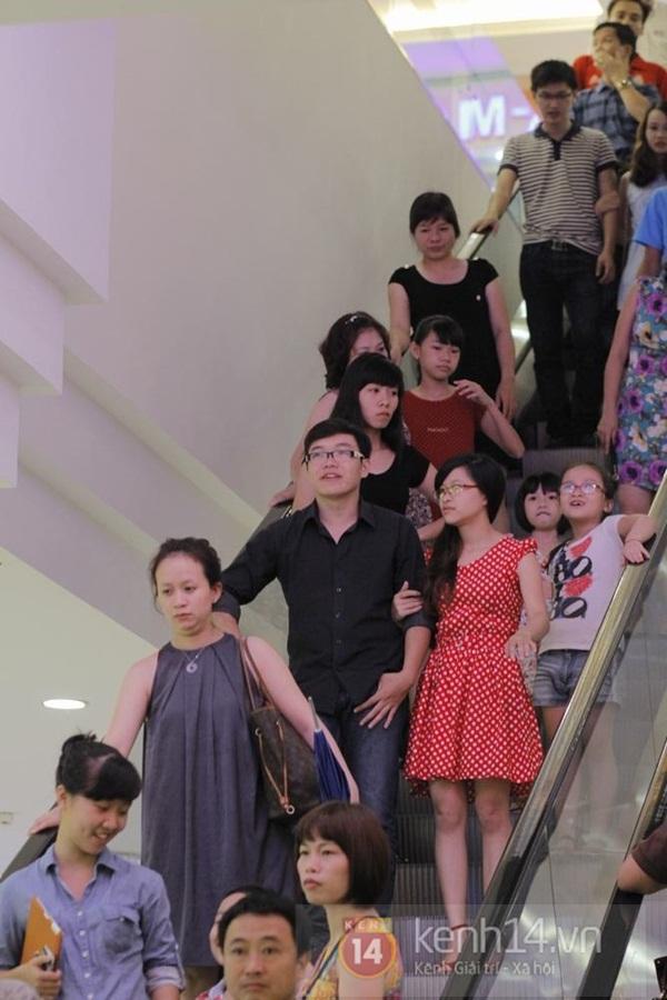 Teen Hà Thành đổ xô đến trung tâm mua sắm dưới lòng đất dịp cuối tuần 3