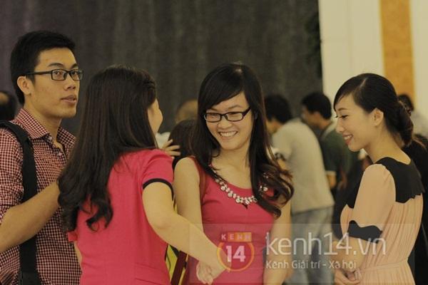Teen Hà Thành đổ xô đến trung tâm mua sắm dưới lòng đất dịp cuối tuần 8