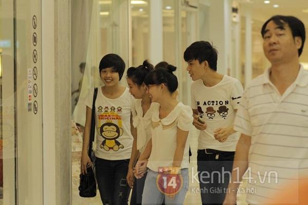 Teen Hà Thành đổ xô đến trung tâm mua sắm dưới lòng đất dịp cuối tuần 9