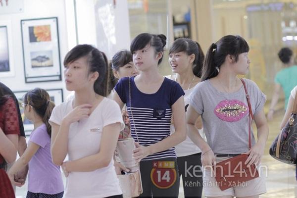 Teen Hà Thành đổ xô đến trung tâm mua sắm dưới lòng đất dịp cuối tuần 11