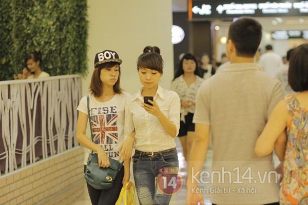 Teen Hà Thành đổ xô đến trung tâm mua sắm dưới lòng đất dịp cuối tuần 13