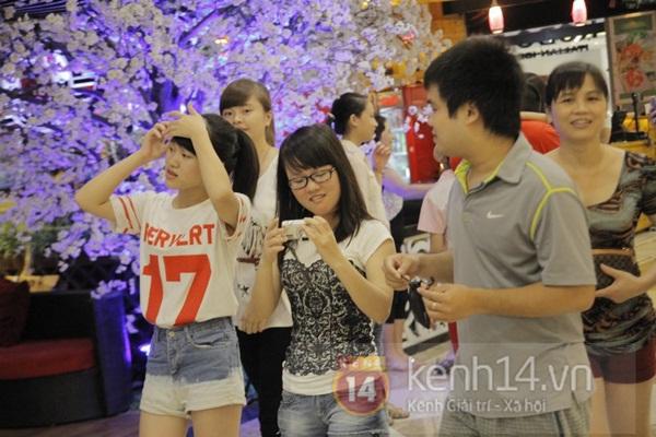 Teen Hà Thành đổ xô đến trung tâm mua sắm dưới lòng đất dịp cuối tuần 5