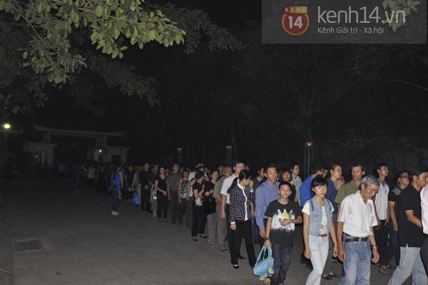 Hết giờ Lễ viếng Quốc tang, nhiều người dân vẫn xếp hàng vào viếng Đại tướng 138