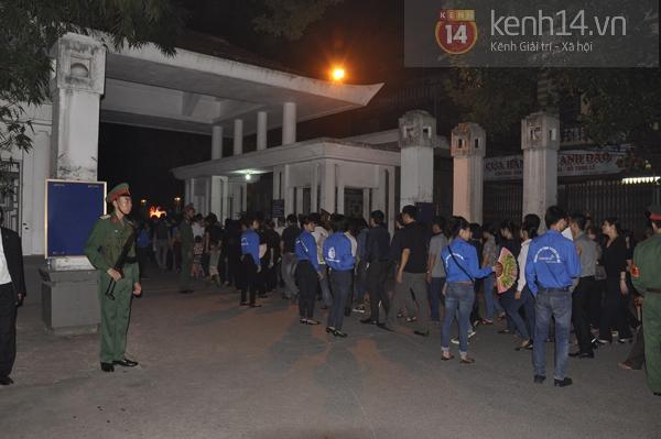 Hết giờ Lễ viếng Quốc tang, nhiều người dân vẫn xếp hàng vào viếng Đại tướng 140