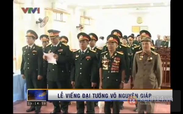 Hết giờ Lễ viếng Quốc tang, nhiều người dân vẫn xếp hàng vào viếng Đại tướng 163