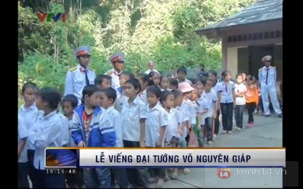 Hết giờ Lễ viếng Quốc tang, nhiều người dân vẫn xếp hàng vào viếng Đại tướng 166