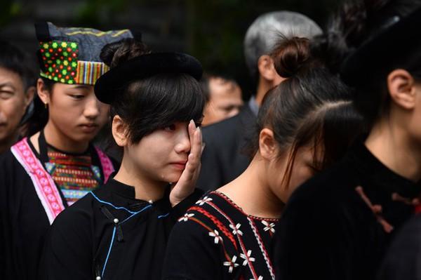 Hết giờ Lễ viếng Quốc tang, nhiều người dân vẫn xếp hàng vào viếng Đại tướng 72