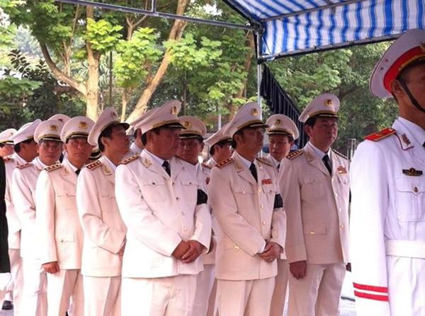 Hết giờ Lễ viếng Quốc tang, nhiều người dân vẫn xếp hàng vào viếng Đại tướng 33