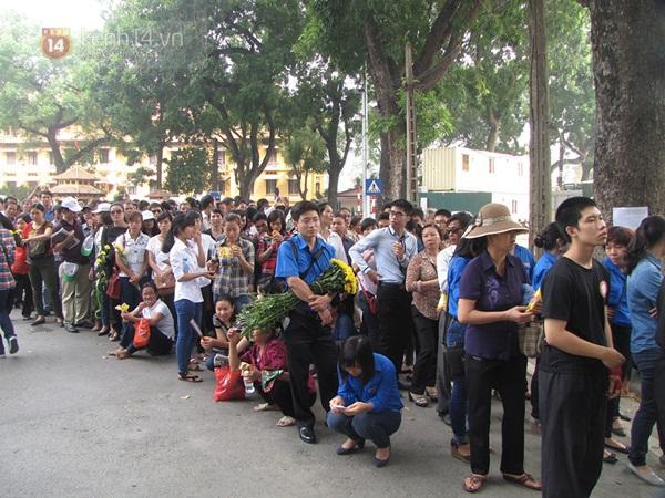 Toàn cảnh hàng trăm nghìn người đến viếng Đại tướng trong ngày cuối cùng 40