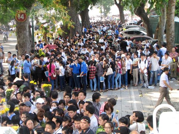 Toàn cảnh hàng trăm nghìn người đến viếng Đại tướng trong ngày cuối cùng 47