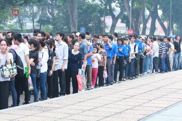 Toàn cảnh hàng trăm nghìn người đến viếng Đại tướng trong ngày cuối cùng 18
