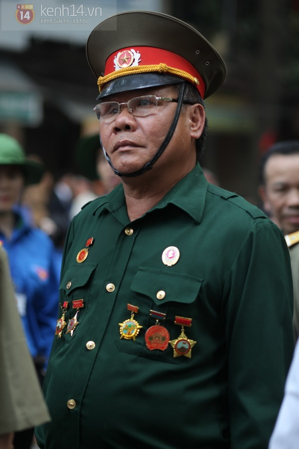 Hết giờ Lễ viếng Quốc tang, nhiều người dân vẫn xếp hàng vào viếng Đại tướng 91
