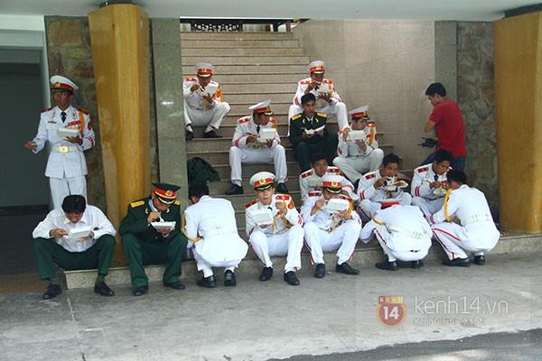 TP.HCM: Không khí trang nghiêm và đầy cảm động trong lễ viếng Đại tướng 69