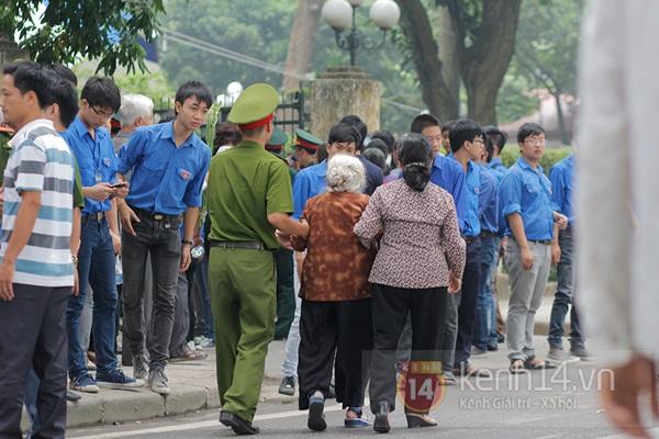 Toàn cảnh hàng trăm nghìn người đến viếng Đại tướng trong ngày cuối cùng 22