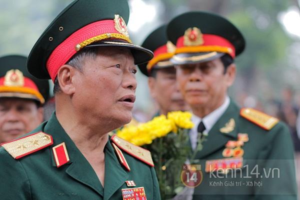 Toàn cảnh hàng trăm nghìn người đến viếng Đại tướng trong ngày cuối cùng 25