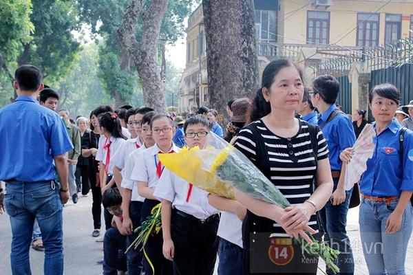 Toàn cảnh hàng trăm nghìn người đến viếng Đại tướng trong ngày cuối cùng 34