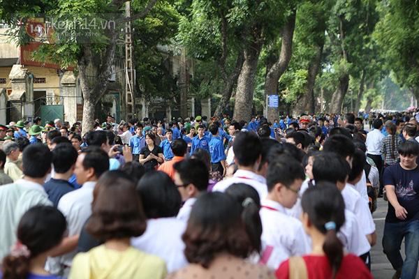 Toàn cảnh hàng trăm nghìn người đến viếng Đại tướng trong ngày cuối cùng 43