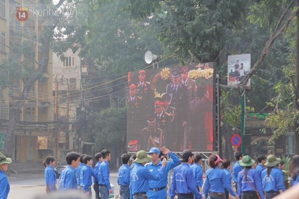 Hết giờ Lễ viếng Quốc tang, nhiều người dân vẫn xếp hàng vào viếng Đại tướng 36