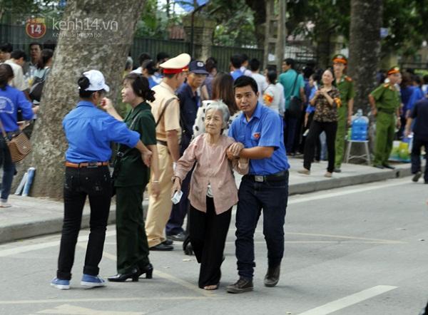 Toàn cảnh hàng trăm nghìn người đến viếng Đại tướng trong ngày cuối cùng 50