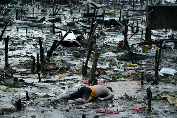 Nhìn lại những hình ảnh không thể nào quên trong siêu bão Haiyan 14