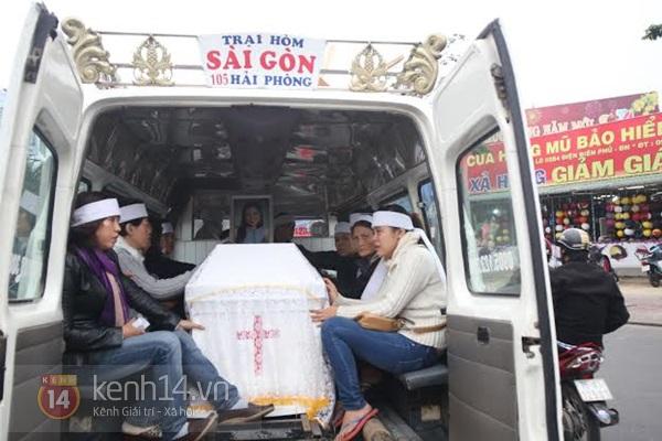 Lễ đưa tang đầy nước mắt của cô gái bị chém và thiêu sống ở Đà Nẵng 10
