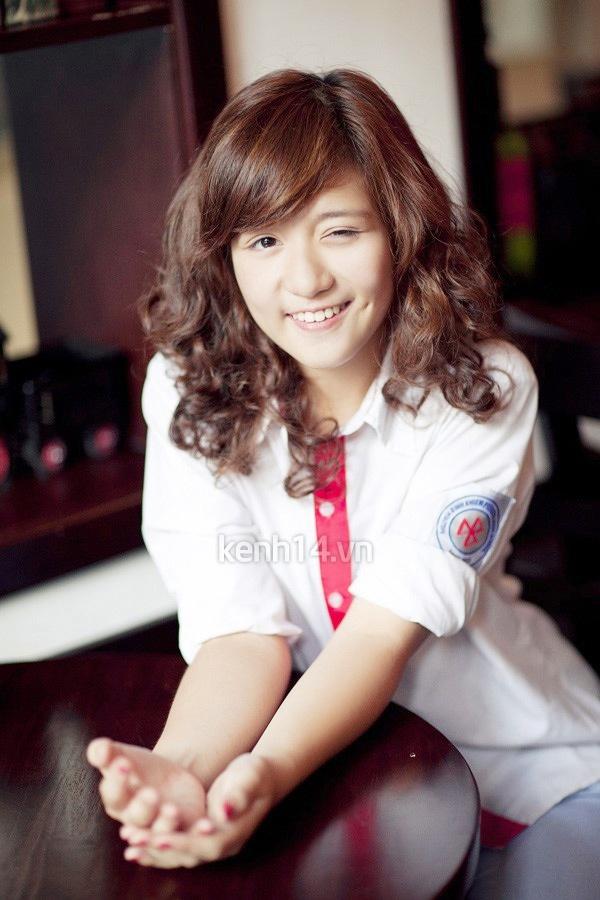 Ngắm hot girl Việt mặc đồng phục giản dị nhưng vẫn cực xinh 1