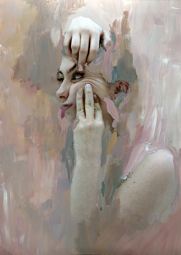 """Tranh vẽ """"cào xé khuôn mặt"""" mang thông điệp ý nghĩa 3"""