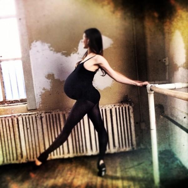 Hình ảnh múa ballet cho thấy sự kì diệu của quá trình mang thai 4