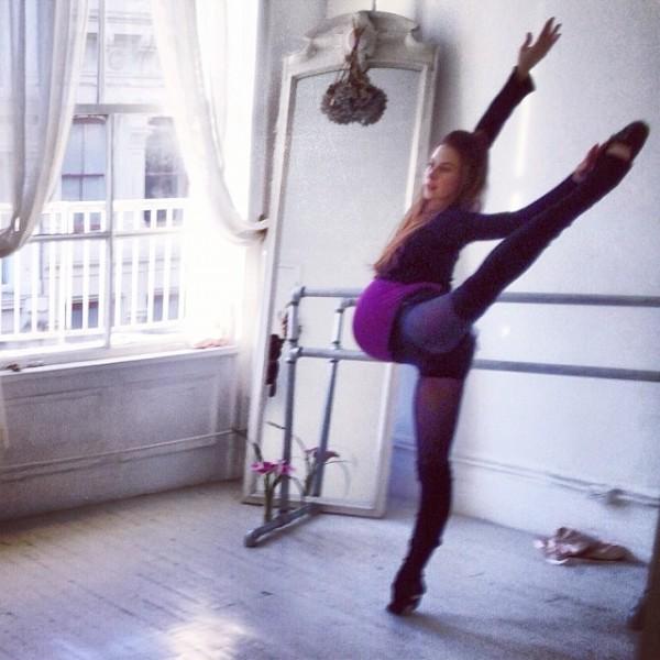Hình ảnh múa ballet cho thấy sự kì diệu của quá trình mang thai 5